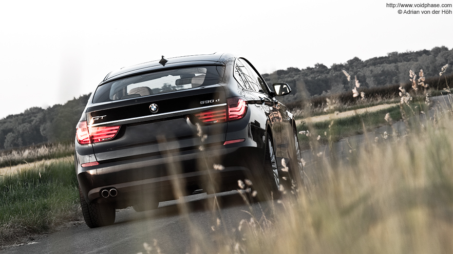 black BMW 5-series GT (530d, Gran Turismo)