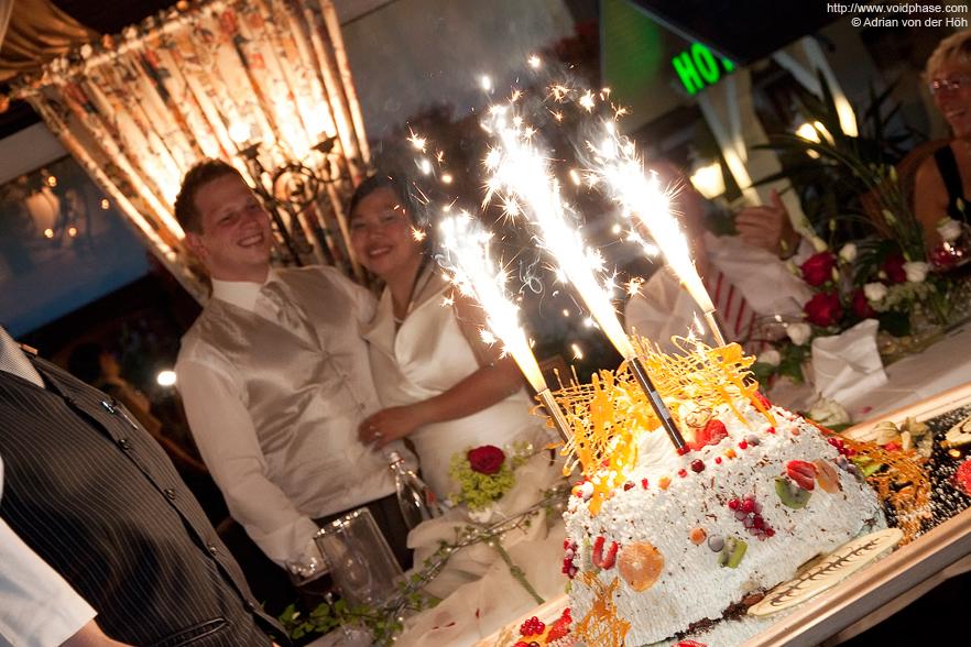 Wedding/Marriage: Wedding Cake (Icebomb with Sparklers, Fireworks)