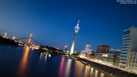 Panorama shot of the Düsseldorfer Medienhafen at night
